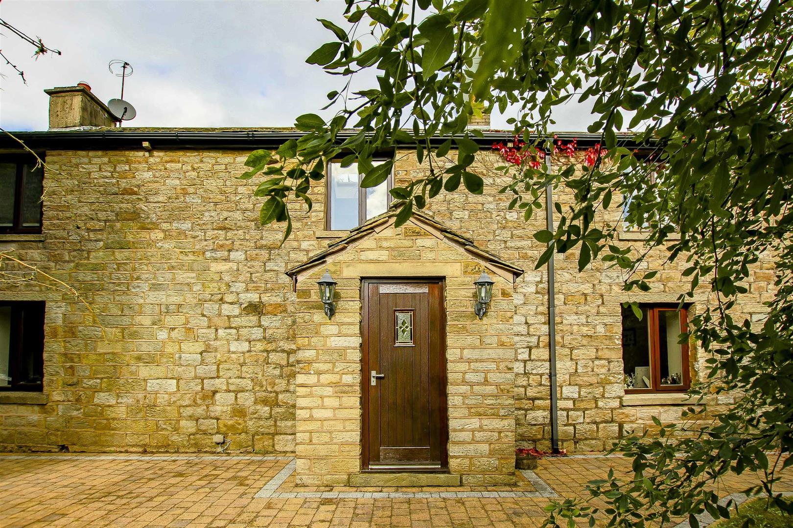 5 Bedroom Cottage For Sale - Image 26